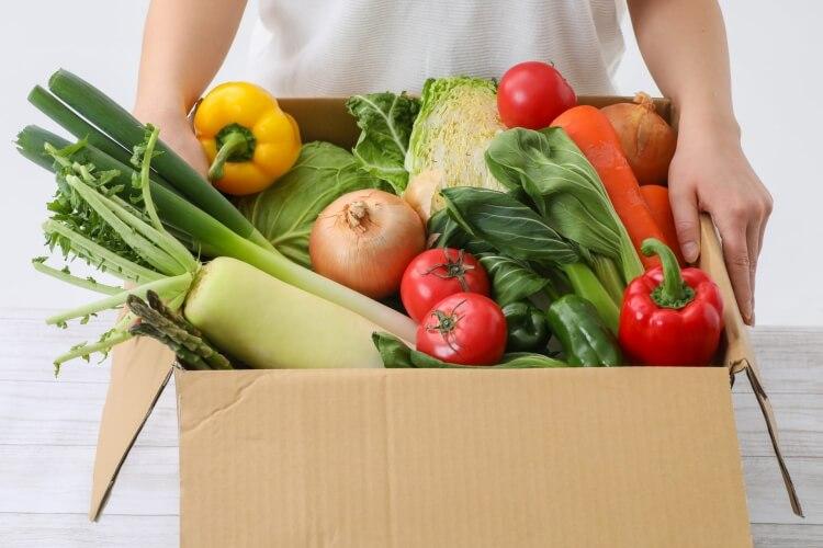 箱に入った野菜