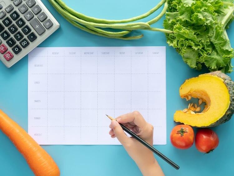 カレンダーに賞味期限を記入