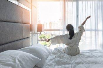 心地よく目覚た女性