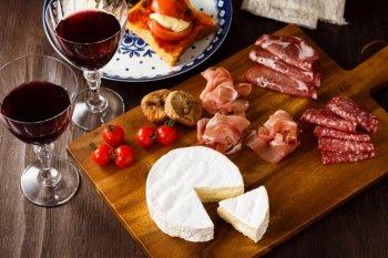ワインと食卓に並ぶ冷凍食品