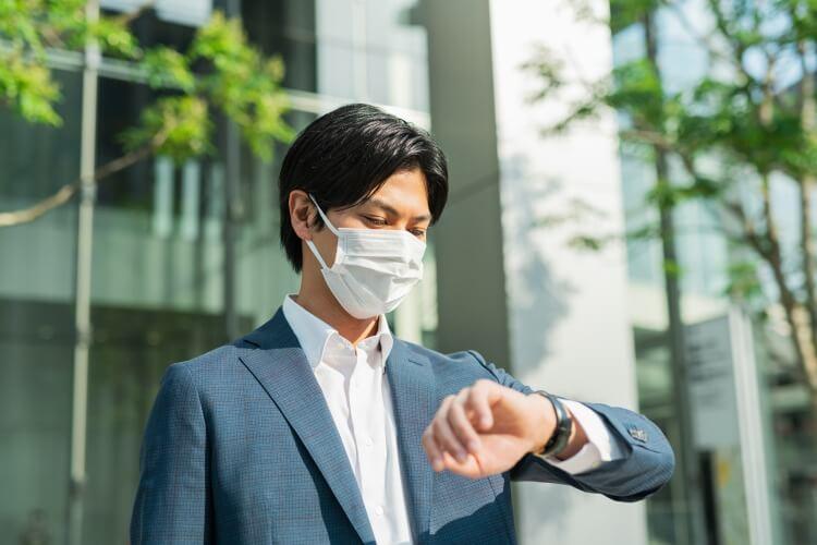 マスク姿のビジネスマン